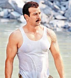 Ronit Roy 2018: Wife, tattoos, smoking & body facts - Taddlr