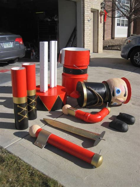 hot to construct 9 foot nutacracker for christmas yard