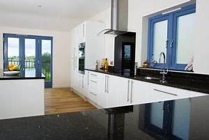 Granit Arbeitsplatte Reinigen : granit arbeitsplatte 200 sorten granit f r ihre arbeitsplatte ~ Indierocktalk.com Haus und Dekorationen
