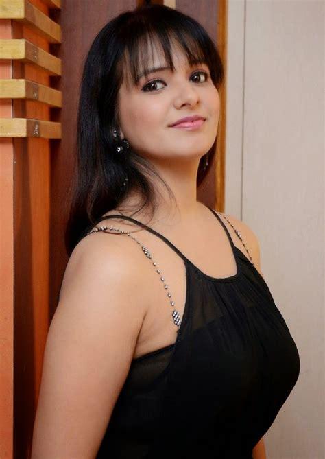 Saloni Aswani Reached @ 37 Still Hot, No comparison