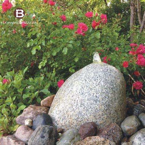 wasserspiel brunnen naturstein quellstein granit wasser im garten brunnenschmiede de