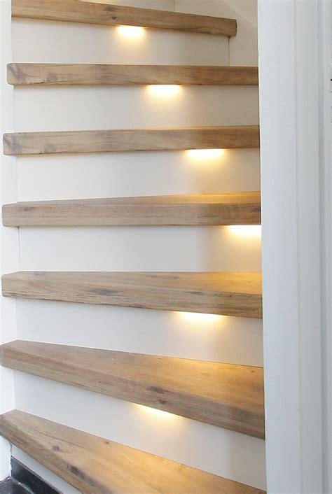 treppenbeleuchtung led streifen unter den stufen