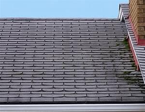 Moos Entfernen Dach : undichtes dach stockbild bild von dach wetter moos 7588483 ~ Orissabook.com Haus und Dekorationen
