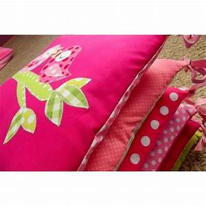 couleur rose fuchsia associer combiner accueil design et With tapis chambre bébé avec composition fleurs pour noel