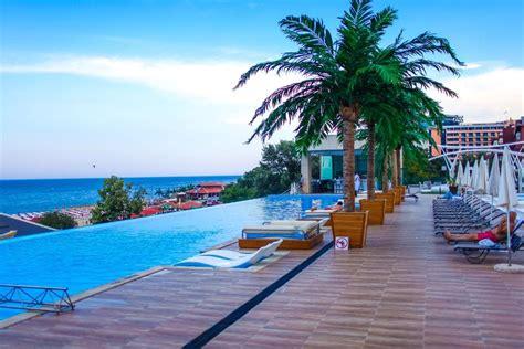 International Hotel Casino & Tower Suites, Golden Sands
