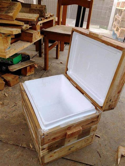 DIY Pallet Cooler Stand / Ice Chest