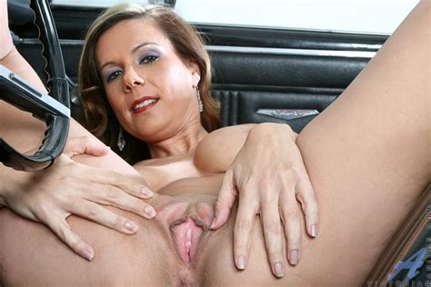 Hot Anilos Mature Posing In A Car Free Cougar Sex