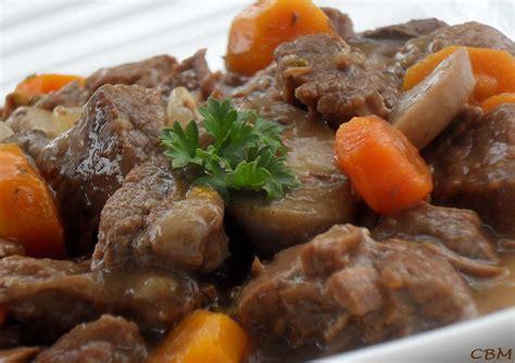 cuisine boeuf bourguignon dans la cuisine de blanc manger boeuf bourguignon mijoteuse