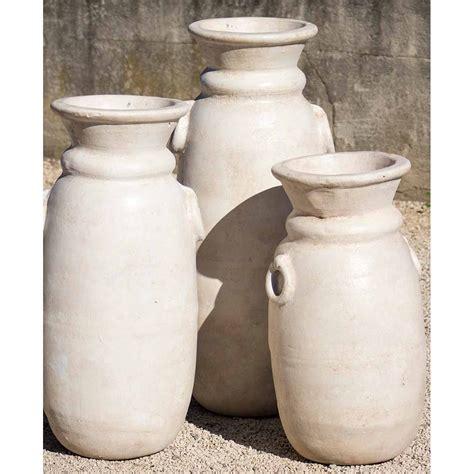 poteries en terre cuite jarres hautes pour decorer vos