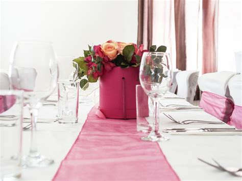 how long should a table runner be proper length of a dining room table runner home guides