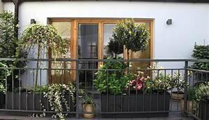 Balkongestaltung Kleiner Balkon : wohnen balkongestaltung so wird auch ein kleiner balkon ~ Orissabook.com Haus und Dekorationen