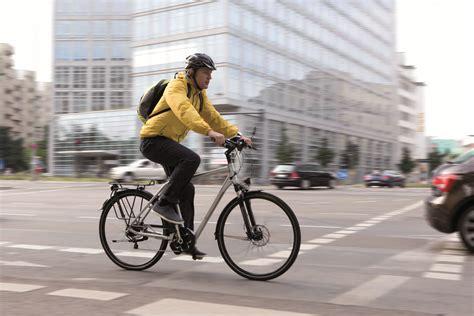 Zwischen Fahrrad- Und Bürokleidung