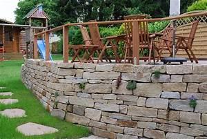 Gartengestaltung Mit Naturstein Mauern Wasserläufe Und Terrassen : ruhrsandstein trockenmauer als verkleidung einer l stein mauer in essen klo garten und ~ Orissabook.com Haus und Dekorationen