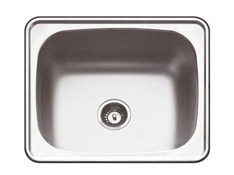 WEST END COTTAGE: Laundry Sinks   size does matter