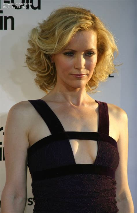 Leslie Mann Long Curly Hairstyle   LONG HAIRSTYLES