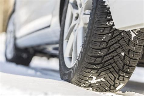 nokian weatherproof wins auto express  season tyre test
