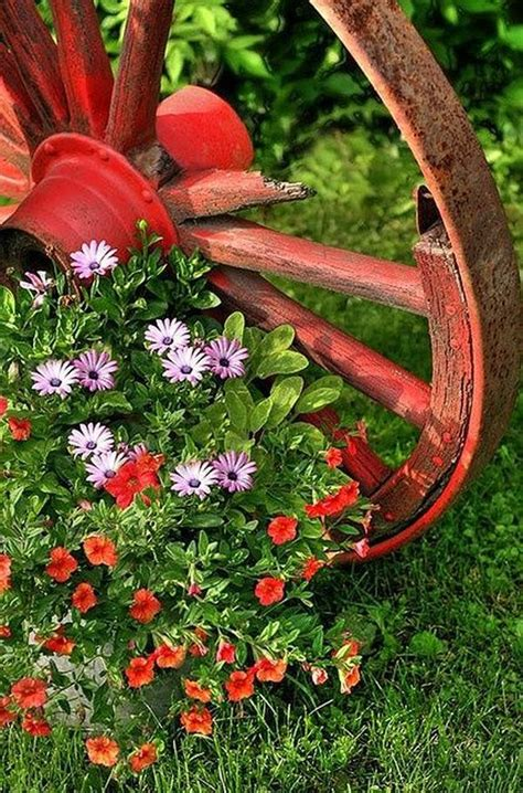 decorations   wagon wheels landscaping ideas