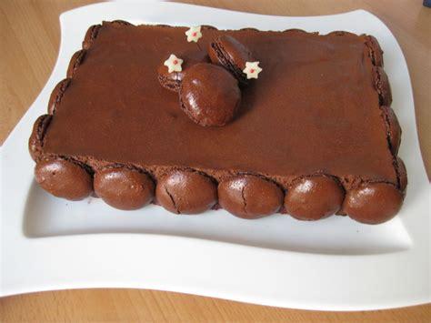 dessert avec des macarons chocolat croustillant framboises et macarons le gateau de la majorit 233 la fraise masqu 233 e