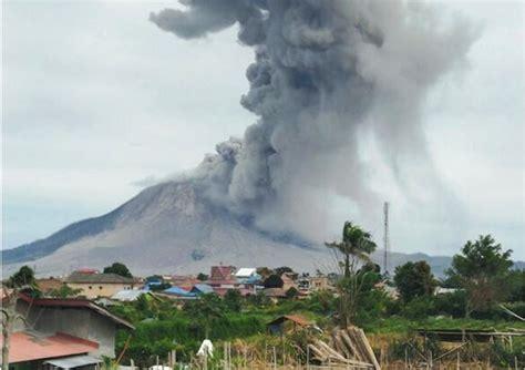 foto gunung sinabung erupsi dahsyat lihat gambarnya