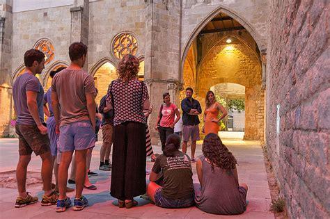 NIGHT Walking Tour Barcelona: THE DARK PAST | Runner Bean ...