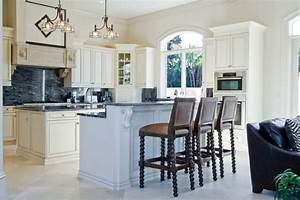 36 inspiring kitchens with white cabinets and dark granite for Kitchen colors with white cabinets with steve mcqueen wall art