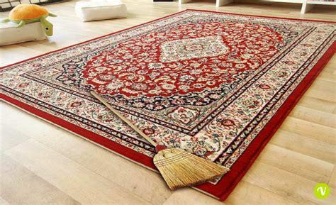 pulire tappeto come pulire un tappeto pregiato bastano due semplici