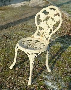Chaise De Jardin En Fer : paire de chaises de jardin en fonte de fer meubles art d co lampe tiffany fauteuil baroque ~ Teatrodelosmanantiales.com Idées de Décoration