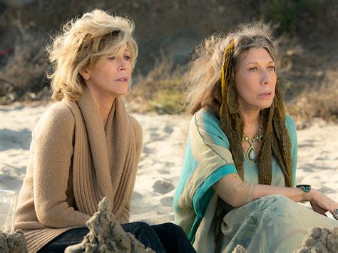 fonda netflix jane fonda and lily tomlin in grace and frankie on netflix photo people com