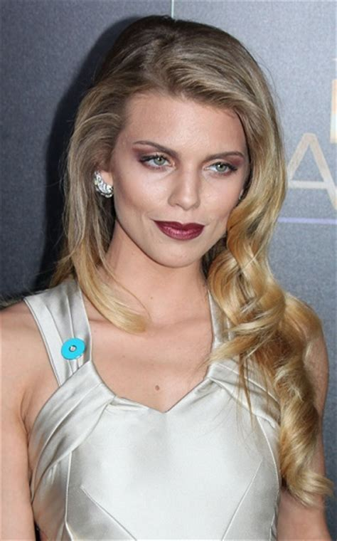 Hairstyles: Annalynne McCord ? Long Curled Hairstyle