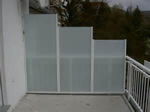 sichtschutz balkon kunststoff windschutz und sichtschutz