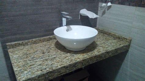 foto granito sta cecilia en bano de cocinas del sureste