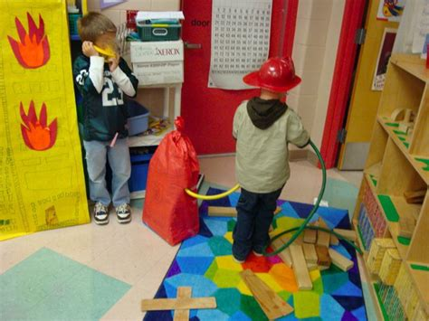 dramatic play center ideas kindergarten nana 554 | dramatic play quadrant presentation 043