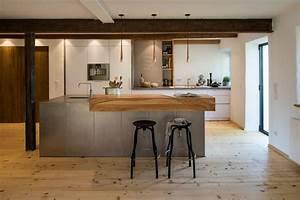 Küche Mit Kochinsel : k che mit kochinsel aus stahl mit massivholz tresen ~ Michelbontemps.com Haus und Dekorationen