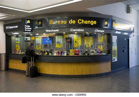 gatwick airport bureau de change canvi stock photos canvi stock images alamy