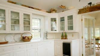 martha stewart decorating above kitchen cabinets