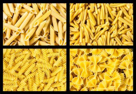 Pates, cereales et legumineuses > pates italiennes. Différents types de pâtes italiennes. Collage alimentaire — Photographie voronin-76 © #2622961