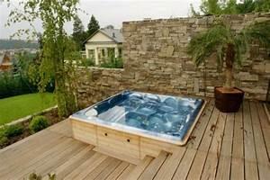 Kleiner Pool Für Terrasse : whirlpool im garten g nnen sie sich diese besonde art entspannung drau en bauten ~ Orissabook.com Haus und Dekorationen