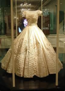 robes mã re du mariã jacqueline bouvier kennedy 39 s wedding dress and veil teach me genealogy