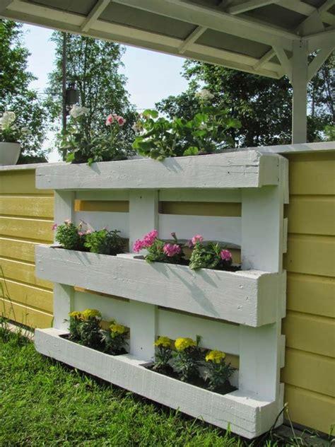 Paletten Blumen Wand by Gartendeko Blumenregal Aus Holzpallette Zum Selbermachen