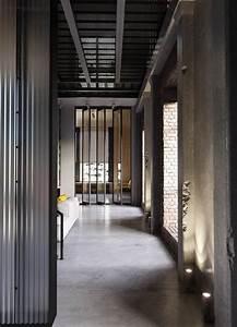 deco style industriel dans un appartement elegant With tapis de couloir avec bout de canapé style industriel