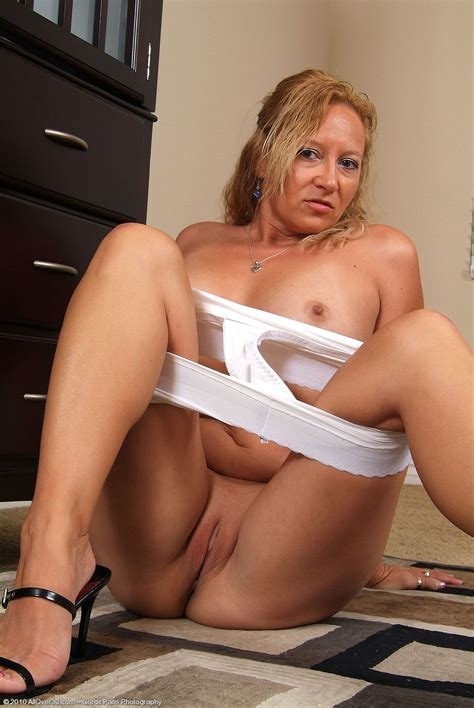 Hot Pussy Photo With Hot Blonde Mature PP Maggie