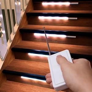Treppenbeleuchtung Led Innen : die besten 25 treppenleuchten ideen auf pinterest treppenbeleuchtung flurbeleuchtung treppe ~ Sanjose-hotels-ca.com Haus und Dekorationen