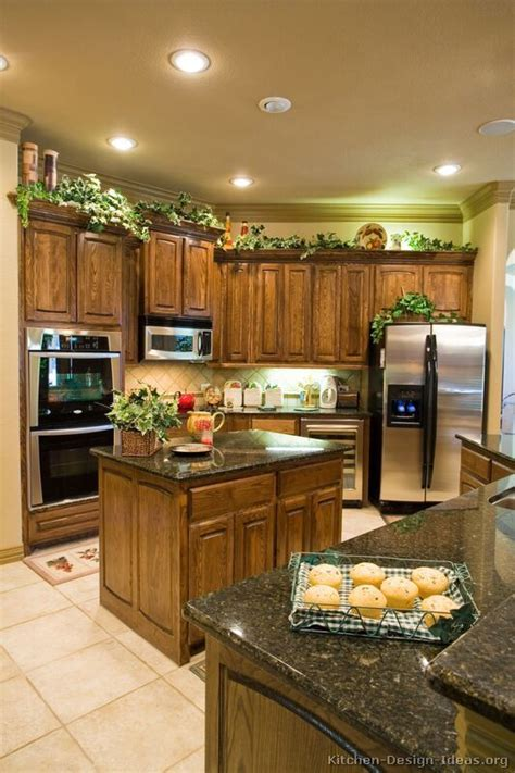 Traditional Medium Wood Brown Kitchen Cabinets #08