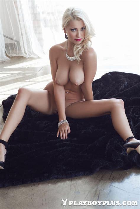 Amazing Blonde Babe Alissa Arden Shows Her Body Of