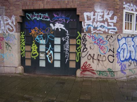 """Graffiti Video : """"just Writing Your Name?"""" An Analysis Of The Spatial"""