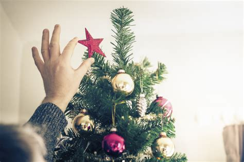 when is 12th night 2017 time to take your christmas tree