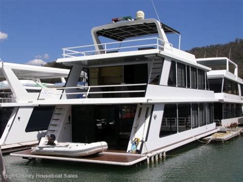 Houseboats For Sale Singapore by Used Houseboat Home On The Water Of Lake Eildon