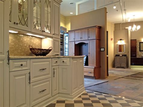 kitchen cabinet showrooms 1000 images about cabinet showroom ideas by seigles on 2759