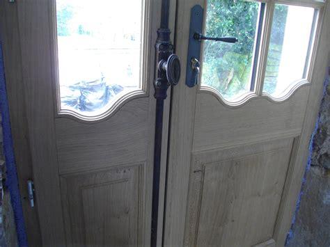 lambris cuisine détails porte fenêtre style régence vitrage petit
