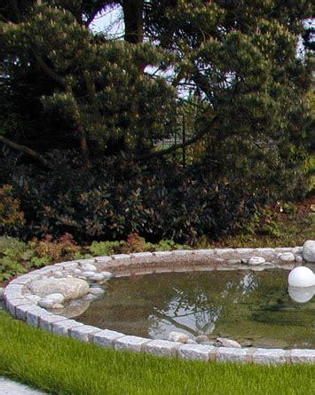 Stein, Wasser, Pflanzarbeit, Holz Landschaftsbau